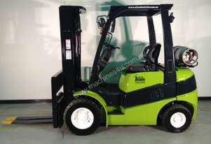 CLARK 2500KG LPG FORKLIFT FITTED WITH NEW ENGINE