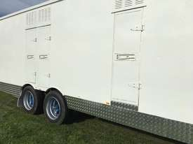 15 HORSE SEMI TRAILER HORSE FLOAT - picture4' - Click to enlarge