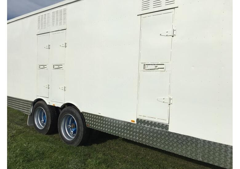 15 HORSE SEMI TRAILER HORSE FLOAT