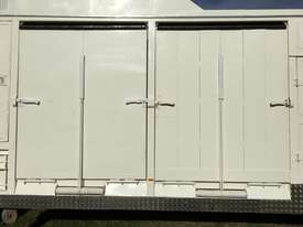 15 HORSE SEMI TRAILER HORSE FLOAT - picture11' - Click to enlarge