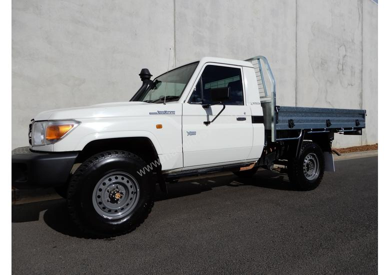 land liberty cars used in karachi automobiles cruiser at sale for toyota