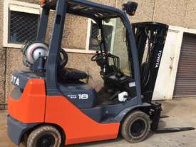 Toyota Container Mast Forklift - picture0' - Click to enlarge
