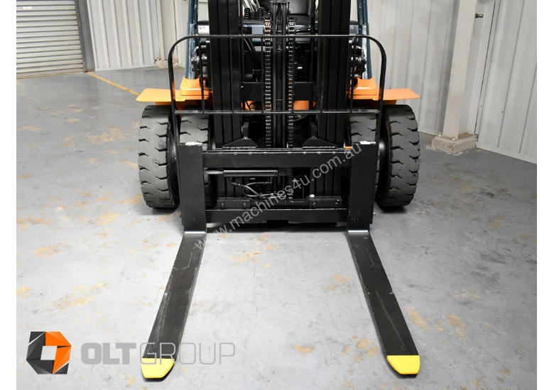 Used Toyota 7FD25 Dual Drive Forklift 2Z Diesel Engine Container Mast