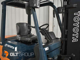 Used Toyota 7FD25 Dual Drive Forklift 2Z Diesel Engine Container Mast - picture6' - Click to enlarge
