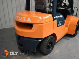 Used Toyota 7FD25 Dual Drive Forklift 2Z Diesel Engine Container Mast - picture9' - Click to enlarge