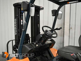 Used Toyota 7FD25 Dual Drive Forklift 2Z Diesel Engine Container Mast - picture12' - Click to enlarge