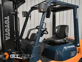 Used Toyota 7FD25 Dual Drive Forklift 2Z Diesel Engine Container Mast - picture13' - Click to enlarge