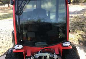 Small hydrostatic articulated 46 horse tractor