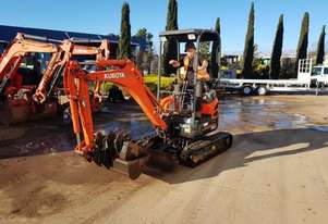 KUBOTA U17-3 EXCAVATOR WITH VERY LOW 571 HOURS AND BUCKETS