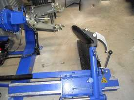 DASSA 590 Tyre Handler Attachments - picture2' - Click to enlarge