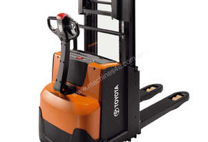 BT Staxio SWE200D Powered Walkie Stacker Forklift