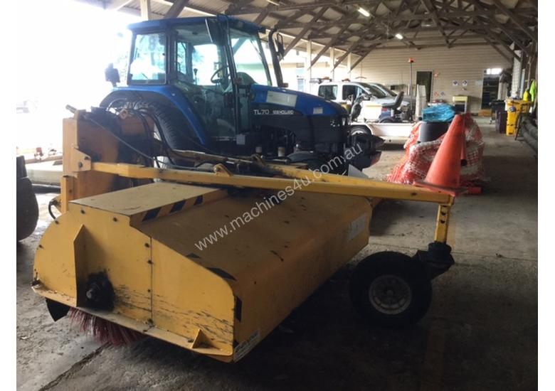 2000 BONNE SE6C TRAILING BROOM WITH CATCHER