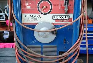 Lincoln Idealarc ACDC TM 300/300 Welder