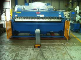 NEW 2500MM X 5MM WITH NC2 MODEL 2 AXIS CONTROLLER - picture0' - Click to enlarge
