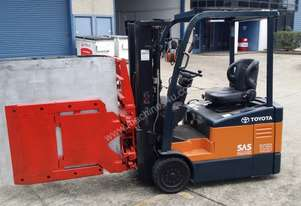 Toyota 7FBE15 electric container mast fitted with carton clamp attachment