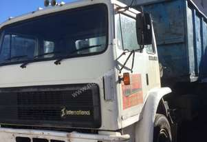 International Acco 2250D Waste disposal Truck