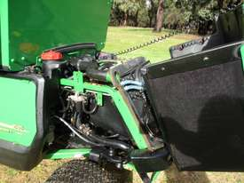 John Deere 1565 Front Deck Lawn Equipment - picture11' - Click to enlarge