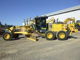 Komatsu GD655-5 Artic Grader Grader - picture1' - Click to enlarge