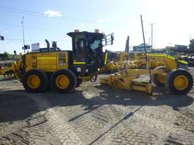 Komatsu GD655-5 Artic Grader Grader - picture2' - Click to enlarge