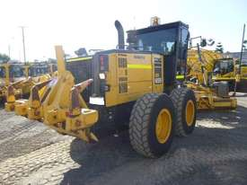 Komatsu GD655-5 Artic Grader Grader - picture4' - Click to enlarge