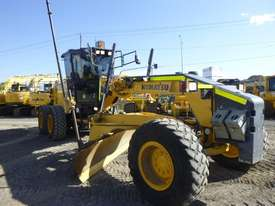 Komatsu GD655-5 Artic Grader Grader - picture5' - Click to enlarge