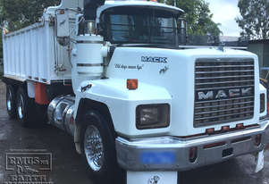 Combo Mack Metro Tipper & Hamelex White Super Dog. EMUS TS401