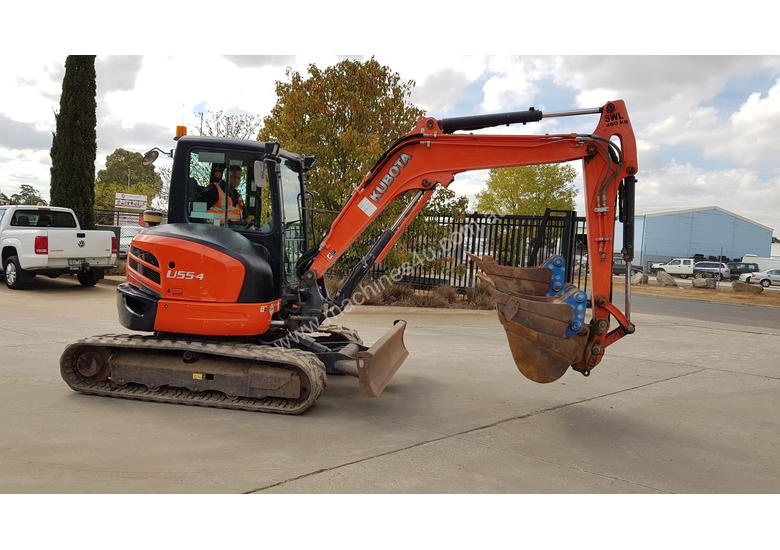 USED KUBOTA U55-4 EXCAVATOR WITH FULL CABIN, HITCH, BUCKETS AND 3125 HOURS