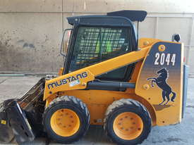 Used A/C Cab, T-Bar Steering, 4 in 1 Bucket Mustang 2044 Skid Steer - picture0' - Click to enlarge
