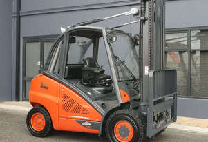 Linde 5000kg diesel forklift with sideshift. Serviced, re-painted, ready to work