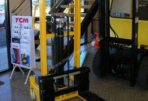 Richmond Hand Stacker 1000kg capacity