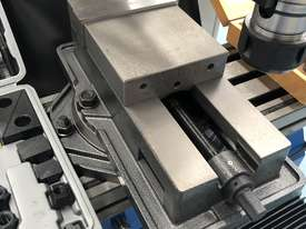 PUMA X6323B | 3 PHASE TURRET MILLING MACHINE Incl Digital Readout - picture3' - Click to enlarge