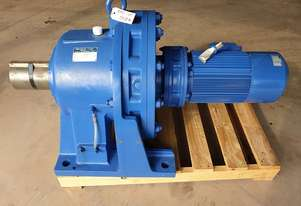 Sumitomo Cyclo Gear motor Reduction drive Gearbox Ratio: 841:1 Weight : 744 kg CHHM8-6245DA-AV-B-841