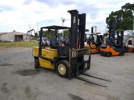 Yale GLP45MG 4 Tonne LPG Forklift  - picture2' - Click to enlarge