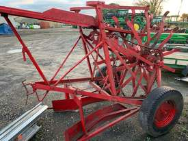 Small Square Bale Loader - picture1' - Click to enlarge