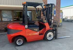 FORKLIFT 3.5T DIESEL 3 STAGE CONTAINER MAST FULL SERVICE HISTORY