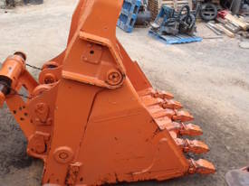 Hitachi EX400 Bottom Dump Rock Bucket - picture2' - Click to enlarge