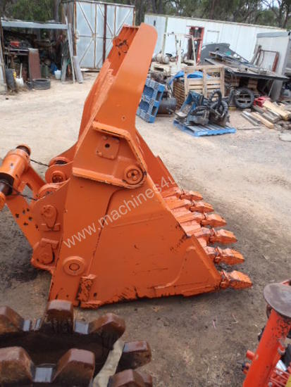 Hitachi EX400 Bottom Dump Rock Bucket