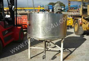 STAINLESS STEEL 930LITRE JACKETED MIXING TANK