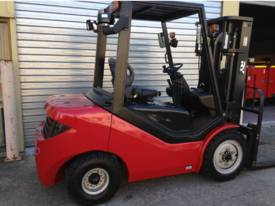Royal 3 Tonne Container Forklift  - picture0' - Click to enlarge