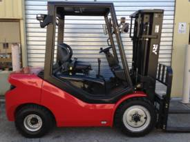Royal 3 Tonne Container Forklift  - picture2' - Click to enlarge