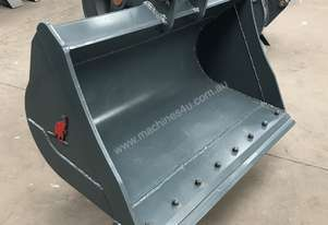 Roo Attachments  4-5 Tonne Mud Batter Bucket 1200 mm