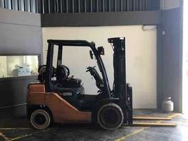 TOYOTA 2.5 TONNE CONTAINER MAST FORKLIFTS FOR SALE - picture2' - Click to enlarge