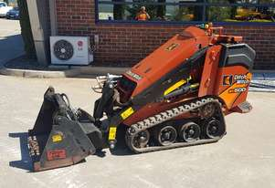 DITCH WITCH SK600 TRACKED MINI LOADER WITH LOW 80 HOURS.
