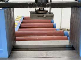 Heavy Duty Industrial Twin Column Bandsaws 500mm x 500mm With Swarf Conveyor - picture15' - Click to enlarge