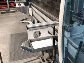 Top of the range European CNC Press Brake - picture2' - Click to enlarge