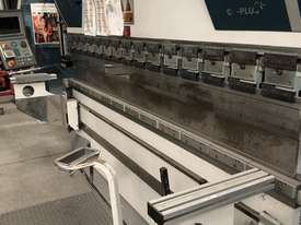 Top of the range European CNC Press Brake - picture10' - Click to enlarge