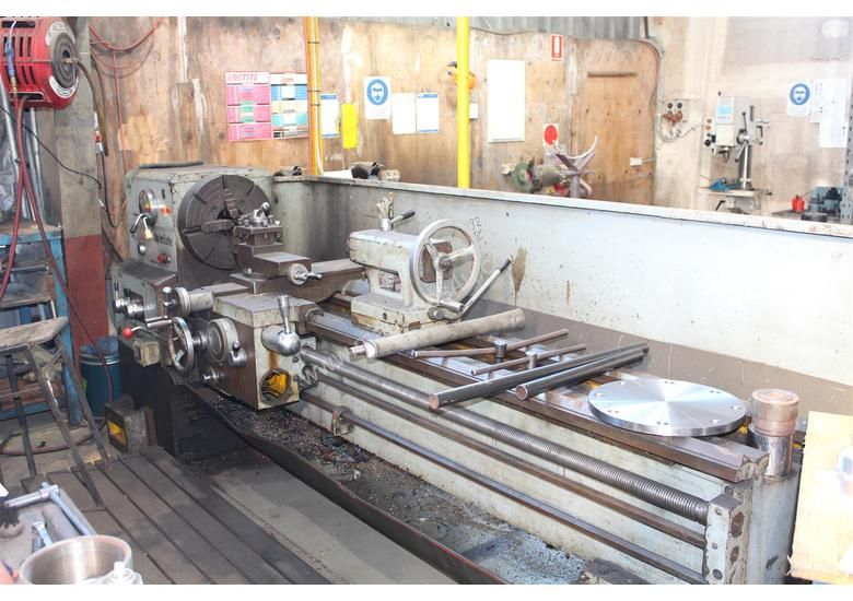 KWANGCHONG Gap-Bed Lathe