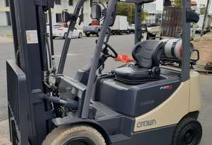 Container entry 2.5 Ton Forklift Crown 10 Model only 4000 hr New Paint