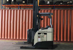 Crown RMD6000 Reach Forklift Forklift