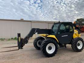 2005 New Holland LM435A Telehandler  - picture2' - Click to enlarge